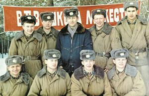 Александр Егоров (во втором ряду— справа) на учёбе в Гаджюнайской школе прапорщиков