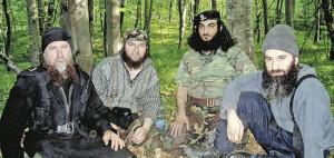 Слева— направо: Руслан Гелаев, будущий главарь «Имарата Кавказ» Докку Умаров, главарь иностранных наемников Абу аль-Валид (сменил в этом качестве Хаттаба) и Шамиль Басаев. Все четверо ныне в исламском Аду
